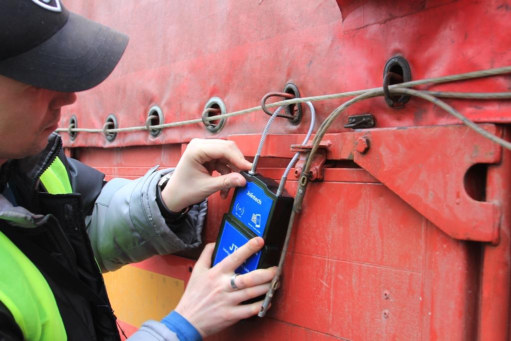 Белорусский нацоператор БНГарант готов пломбировать грузовики нарушителей правил транзита, но пломбы пока импортные 5
