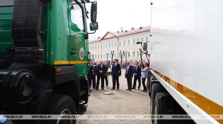 МАЗ на выставке в Полоцке представил коммунальную технику 5