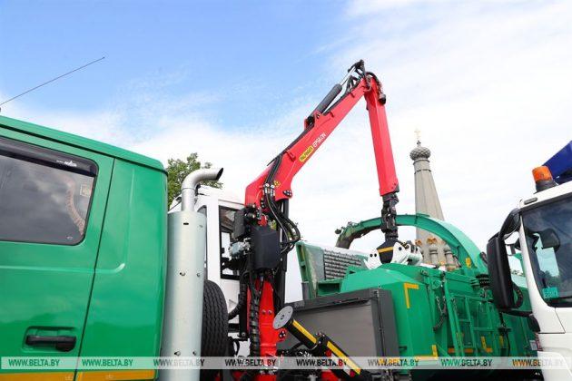 МАЗ на выставке в Полоцке представил коммунальную технику 3