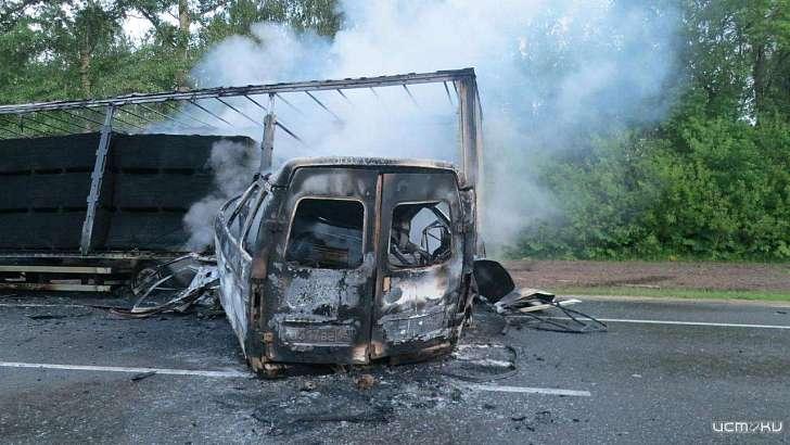 На орловской трассе ГАЗель и белорусская фура сгорели после ДТП 1