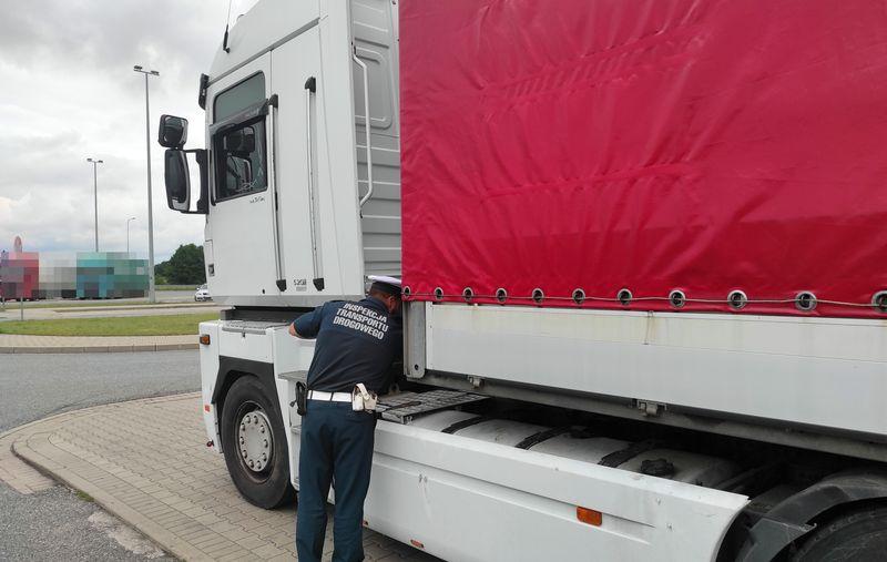 В Польше белорусский дальнобойщик фальсифицировал пробег при помощи «магнита» 1