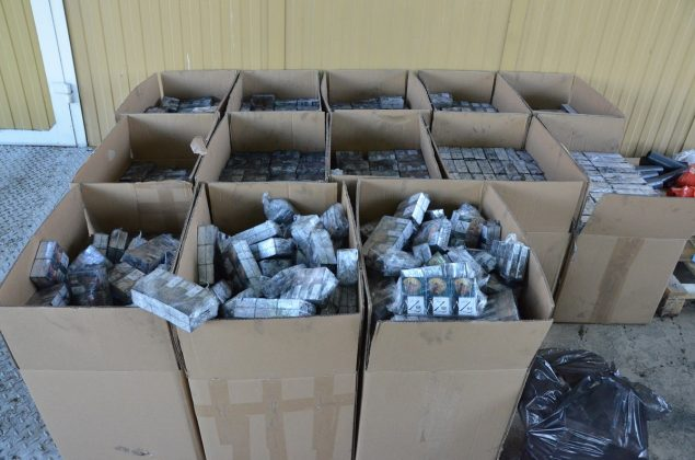 Польские пограничники нашли в белорусском грузовике контрабандные сигареты 3