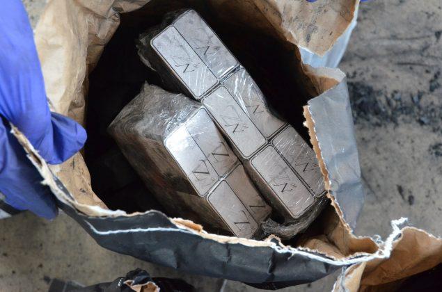 Польские пограничники нашли в белорусском грузовике контрабандные сигареты 5