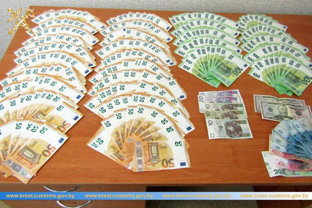 При въезде в Беларусь дальнобойщиков заставляют декларировать валюту от 1 тыс. евро 1