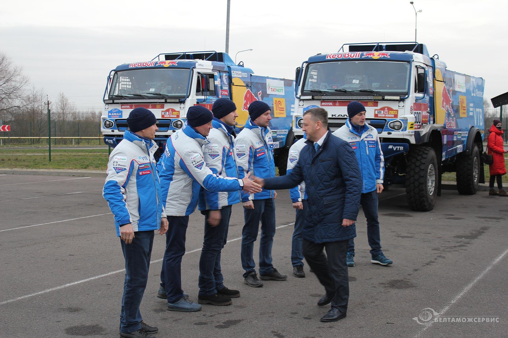 Команда KAMAZ сделала остановку в Бресте на пути на Dakar-2021 в Саудовскую Аравию 1