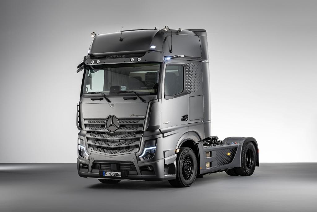 Mercedes-Benz начал продажи двух новых моделей грузовиков семейства Actros: F и Edition 2 3