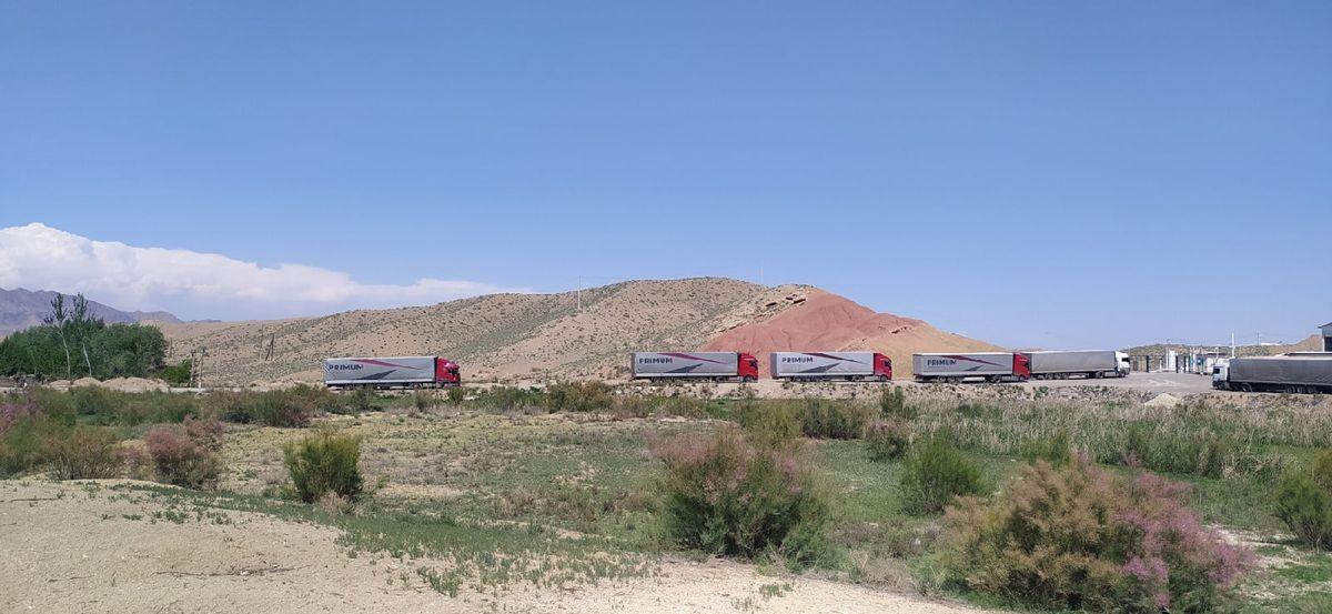 Белорусские дальнобойщики застряли на нейтральной полосе таджикско-киргизской границы 3
