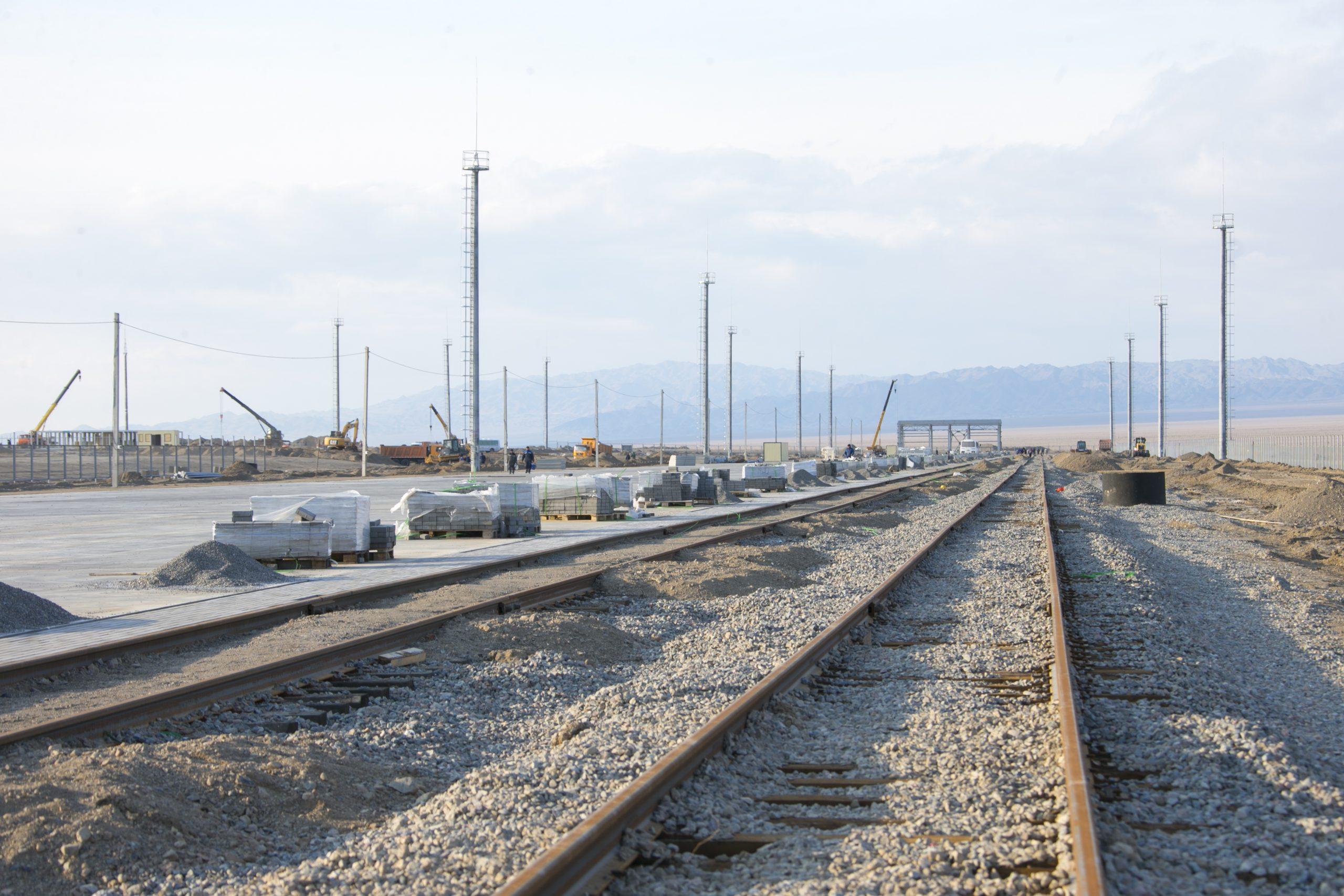 На границе Казахстана с Китаем открылся новый крупный перевалочный грузотерминал 3