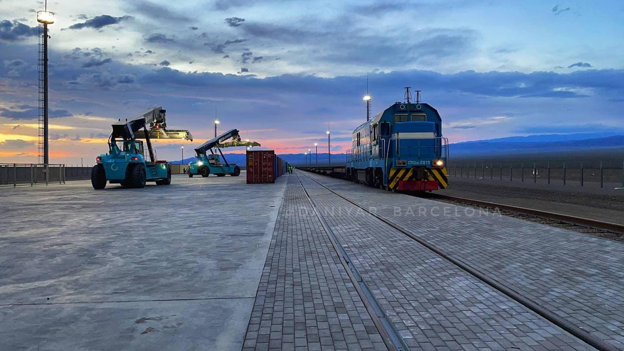 На железнодорожном погранпереходе Алашанькоу выявлены случаи заражения COVID-19, но сбоя в железнодорожном трафике нет 1