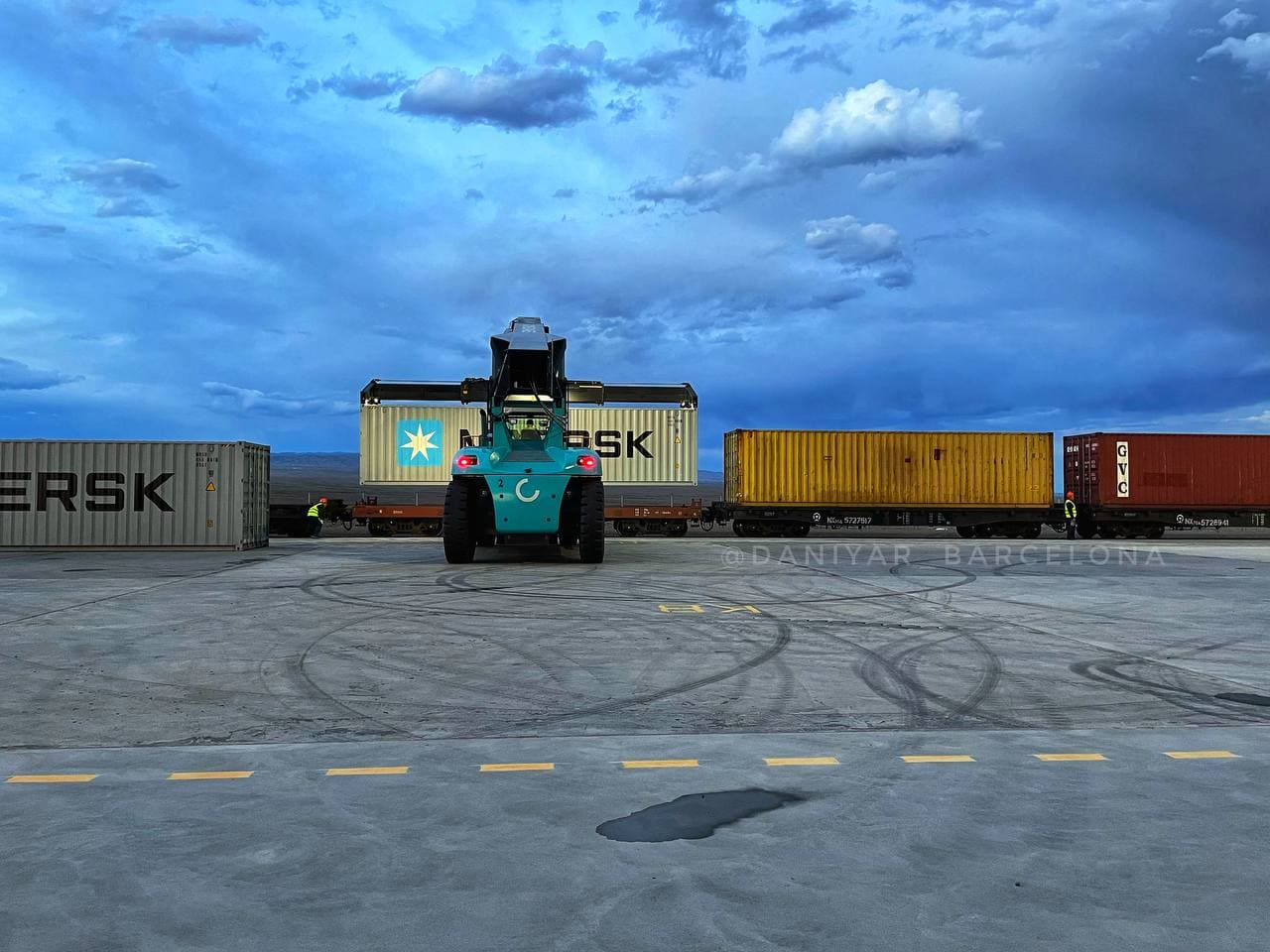 На границе Казахстана с Китаем открылся новый крупный перевалочный грузотерминал 1